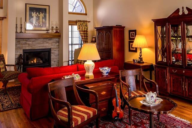 starý dřevěný nábytek