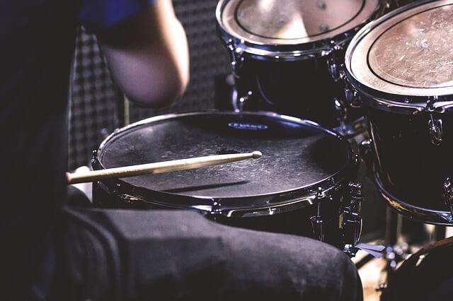 Hraní na bubny