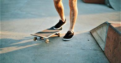 Člověk na skateboardu